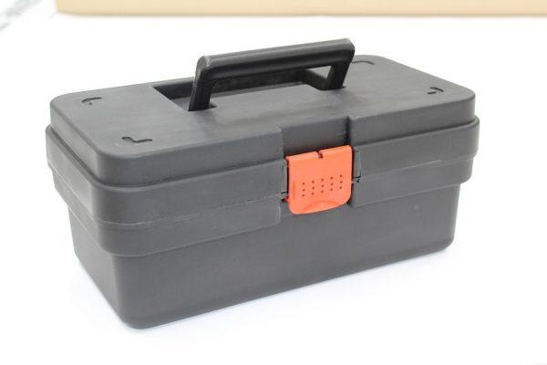 La caisse à outils, très pratique pour les travaux de construction ou de réparation à la maison